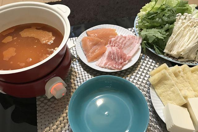 今回はキムチ鍋をすることに。ひとり分の出汁(約300ml)は3分もかからずに沸騰した
