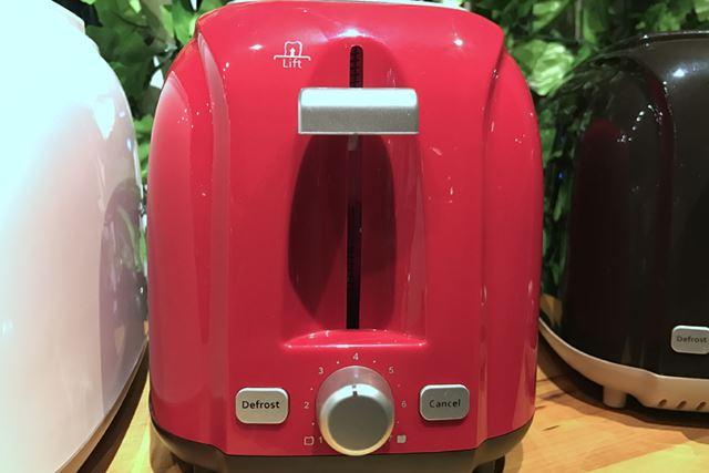 焼き加減は7段階で調整可能。冷凍したパンをそのまま焼ける「デフロスト(解凍)ボタン」も搭載されている