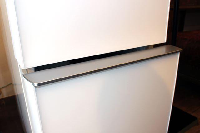 冷凍室の引き出し部分も、指を引っかけて引き出しやすい形状になっている