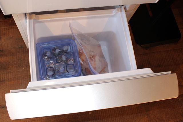 こちらは冷凍室を開けたところ