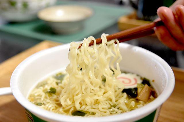 ノンフライ麺は、モチモチした食感でとても美味しいです