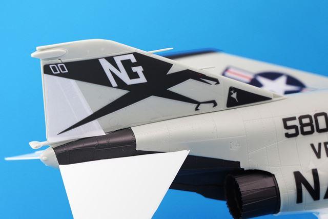 垂直尾翼上の出っ張り(何か大事なセンサーらしい)がリアル。折れるんじゃないかとヒヤヒヤしました