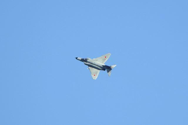 青空に舞う本物のF-4! かっこいい