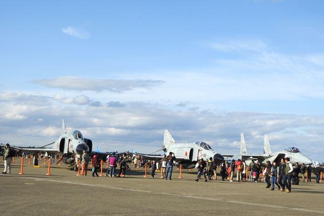 いらっしゃいましたF-4。 右は新田原基地からやってきたF-15