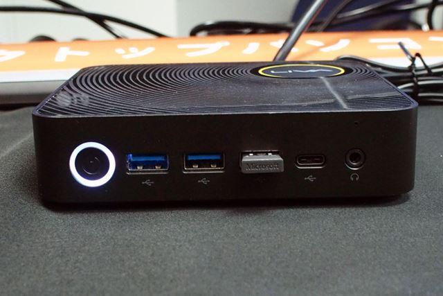 本体前面部分には、USB 3.0やUSB 3.0 Type-Cといったよく使うインターフェイスを配置