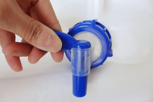 コック栓は右にひねると水が出てくる仕様