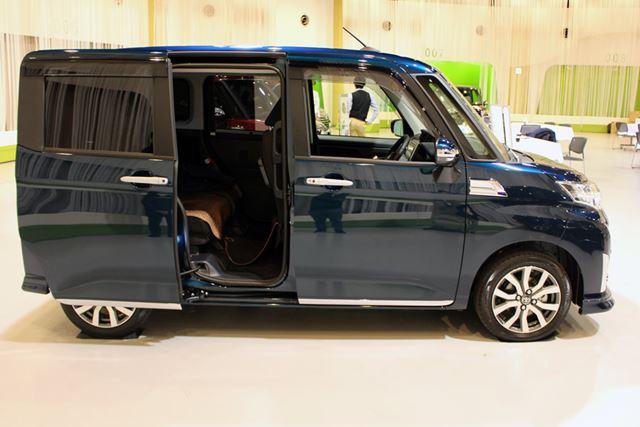 2列シートの5人乗りトールワゴンで、リアのドアは両面がスライドドア