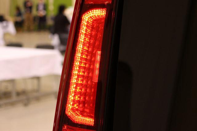 カスタム系のテールランプには、光源が立体的に見える「3D LED」ランプが採用されている