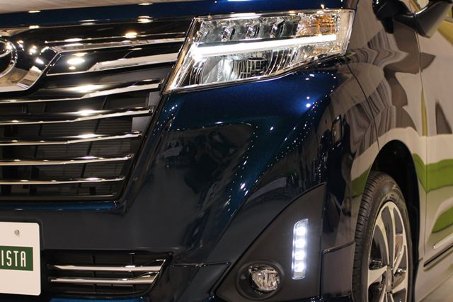 カスタム系はヘッドランプもLED。なお、写真はトヨタの「ルーミー カスタム」のもの
