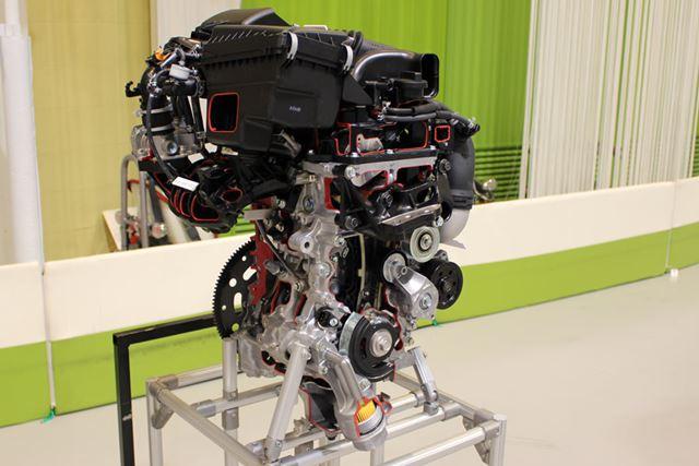 ターボエンジン「1KR-VET」は、72kW(98馬力)、最大トルク140Nmを発生。燃費は、21.8km/l(JC08モード)
