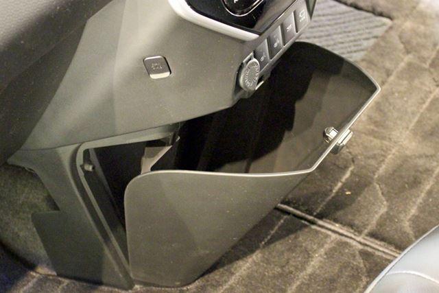 着脱可能で水洗いもできる大容量のゴミ箱も用意。車内のゴミをスッキリまとめておける