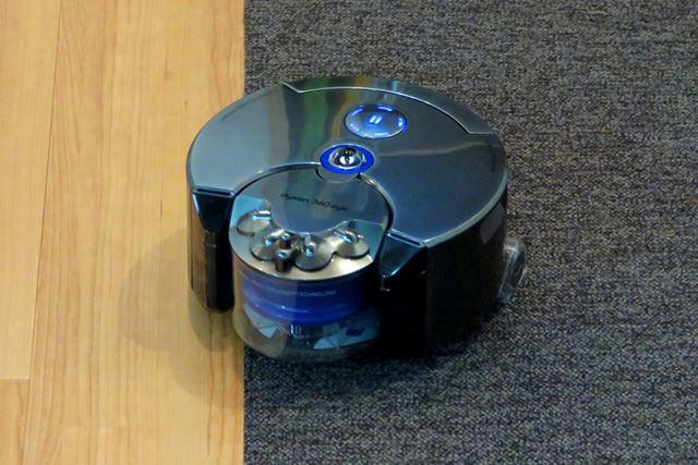ロボット掃除機は、室内の地図データを作りつつ走行している