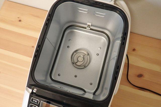 一般的なホームベーカリー同様に、ヒーターで焼く仕様です。定格消費電力は470W