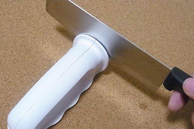 もちろん波刃以外の一般的なナイフや包丁も問題なく研げますよ