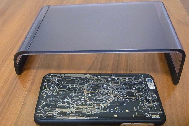 内径寸法が約230mmなので、キーボードはこの寸法に収まる必要があります(写真はiPhone6PLUS)