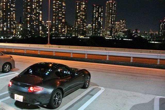 試乗は夜の東京湾岸エリアで行われた。試したのは豪華仕様「VS」グレードのATモデルだ
