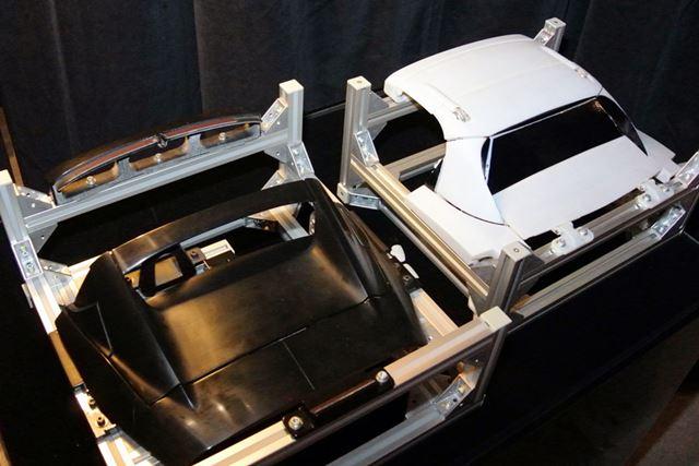 ロードスターRF(写真左)になった方式とボツになった8分割方式(写真右)。開発用に作られた5分の1の模型