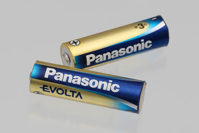 乾電池のパーツは取り外し可能。取り外してみると、本物そっくり! 見分けがつきませんね