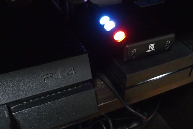 PS4とMojoを接続しているところ。今ではPS VRのユニットの上が定位置になっている
