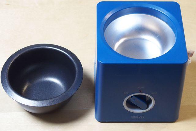 取り外すとこんな感じです。使用後は左の鍋だけを洗うので、手入れが楽です