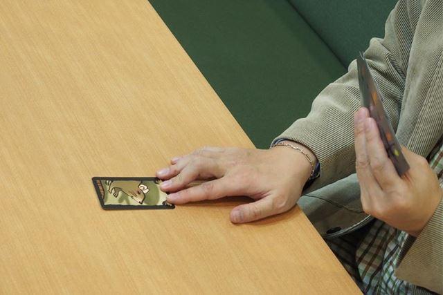 カードのやり取りは最後に宣言した人と回答した人で行われます。先に宣言した人は関わらなくなります