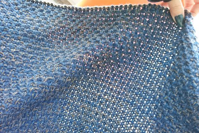 ざっくり編みなので春にも夏にもいけます!