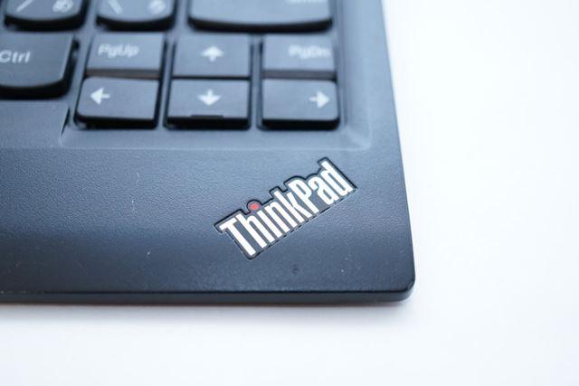 右下にはThinkPadのエンブレムが燦然と輝きます!
