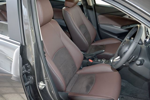 試乗したのは最高グレードの特別仕様車となるXDノーブル・ブラウン。やわらかいナッパレザーの感触は快適