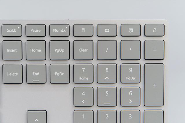 右上にロックキーを搭載する。Ctrl+Alt+Deleteキーを押さずにロックできる