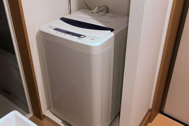 今回掃除するのは、価格.comスタッフの自宅にある一般的な縦型洗濯機。乾燥機能はついていません