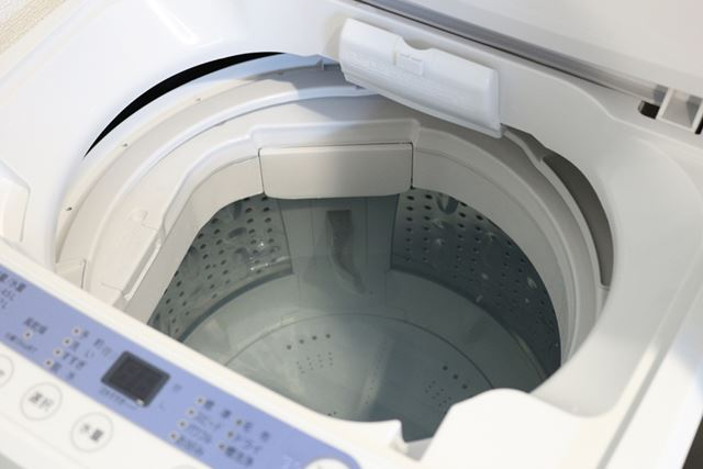 洗濯槽にお湯を入れる前に(1)で外したパーツを付け直しておくと、一緒にきれいにできます