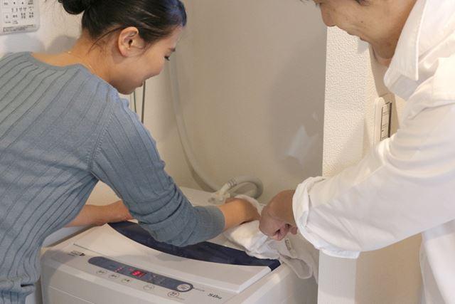 つけ置きしている間は洗濯機の外側や洗濯機の下を掃除して、時間を有効活用しましょう