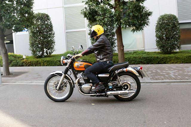 直進の安定性も高く、シートのやや後ろに座りリアタイヤに体重をかけるようにするとさらに安定感が高まる