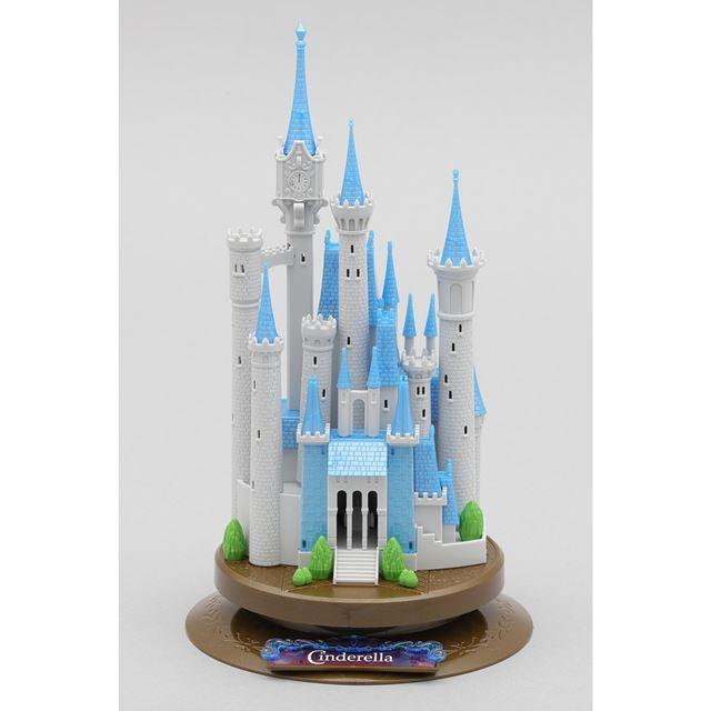 お城ができあがりました。全高は約21cm。台座の直径は約12cmです