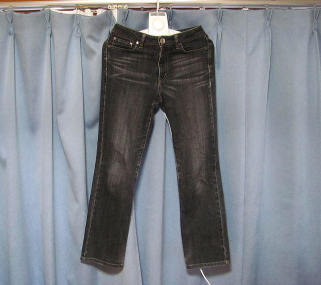 長ズボンなどは、温風がいきわたりやすいように、心もち裾を広げてかけておくのがよいと思います