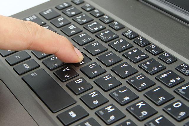 1.5mmのキーストロークを確保。キートップの中央に0.2mmのへこみを設けることで、指先がキーにフィットする