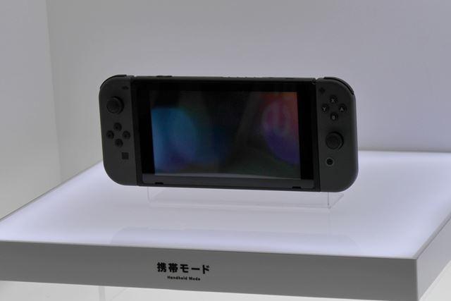 Nintendo Switch [グレー](携帯モード)