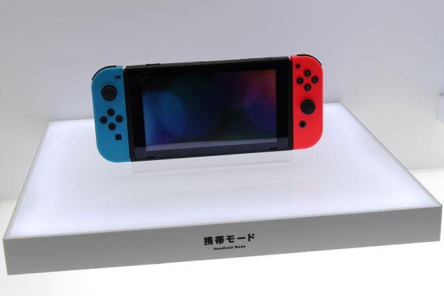 Nintendo Switch [ネオンブルー/ネオンレッド](携帯モード)