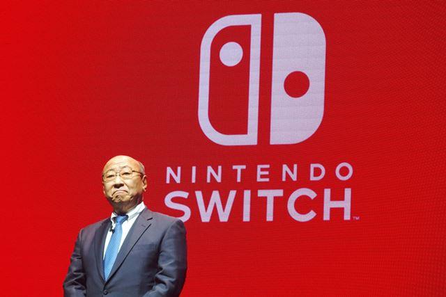 Nintendo Switchの特徴を説明する任天堂の君島達己社長