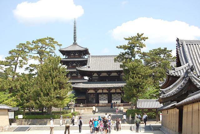 世界最古の仏教木造建造物である法隆寺。奈良を代表する観光名所です