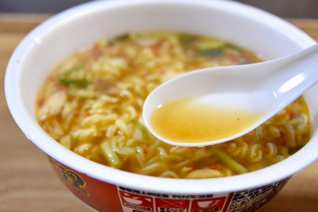 スープは鶏ガラベース。辣醤(ラージャン)の辛みが効いています