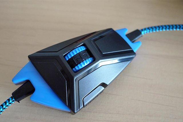 リモコン付きで音量調整、マイクオン・オフスイッチが付属