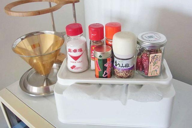 キッチンでは、調味料置きとしても活躍♪