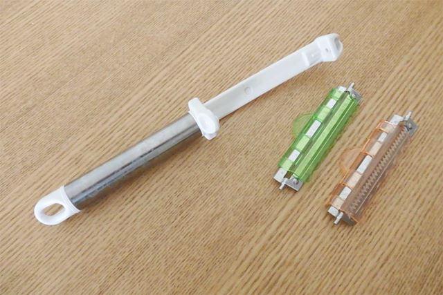 本体(左)+替え刃が2種類付属