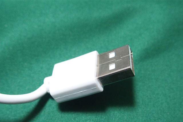 電源はコンセントではなくUSB端子です。さまざまなUSB端子を電源にできます