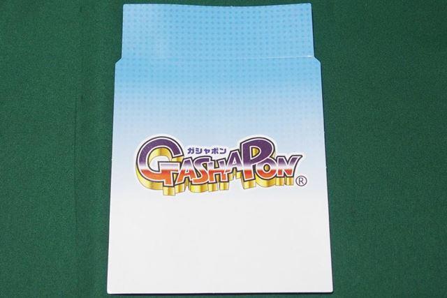 商品の台紙が入っています。この台紙サイズに紙を切って使えば、中身に合わせた台紙を作ることができます