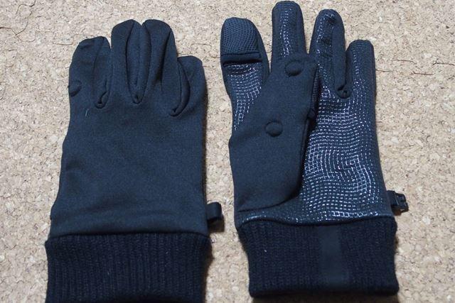 一見普通の手袋ですが、実はいろいろな機能が…