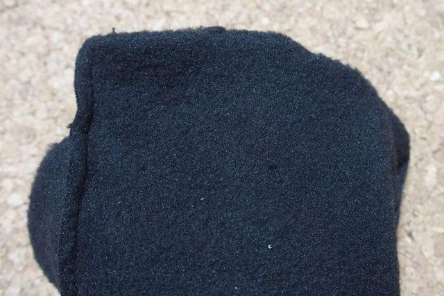 グローブをひっくり返してみました。暖かいフリース素材です