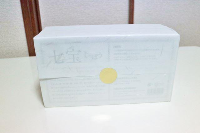 のし紙のようなもので包装されており、ほかのティッシュとは明らかに違う見た目
