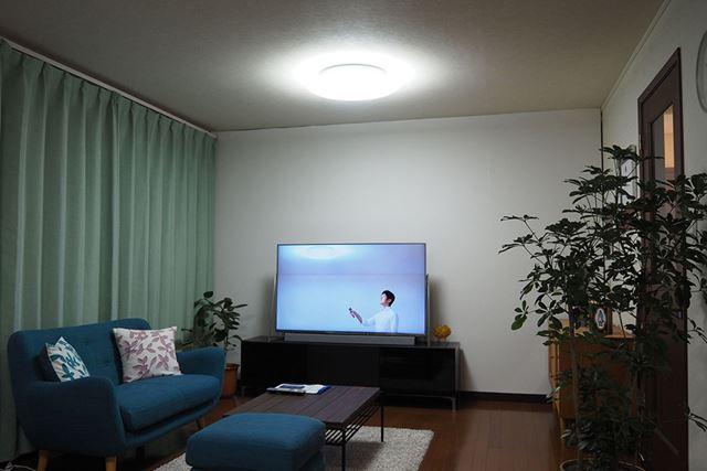 導光パネルを配置した「LEDシーリング HH-XCB1283A/HH-XCB0883A」